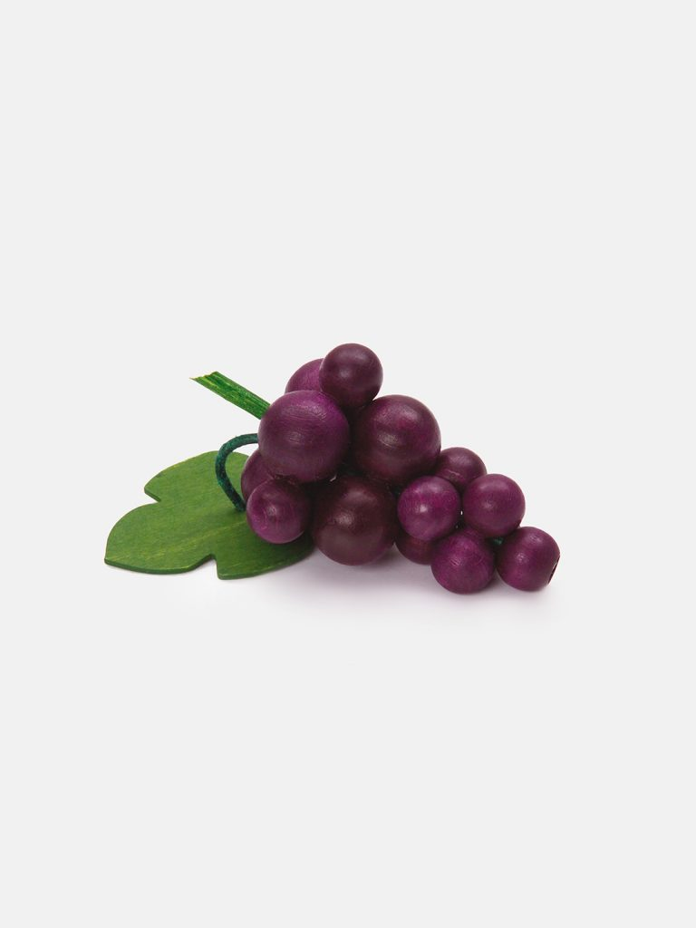 Realistic play food for toddlers – wooden fruit Red Grapes for play kitchen, eco-friendly and safe, made in Germany by Erzi.