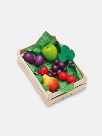 Realistic play food for toddlers – wooden Fruit Set for play kitchen, eco-friendly and safe, made in Germany by Erzi.