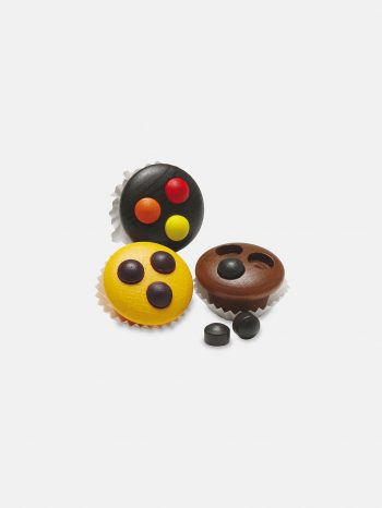 Realistic play food for toddlers – wooden Muffins for play kitchen, eco-friendly and safe, made in Germany by Erzi.