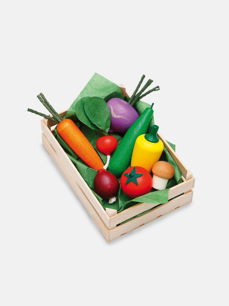 Realistic play food for toddlers – wooden Vegetables Set for play kitchen, eco-friendly and safe, made in Germany by Erzi.