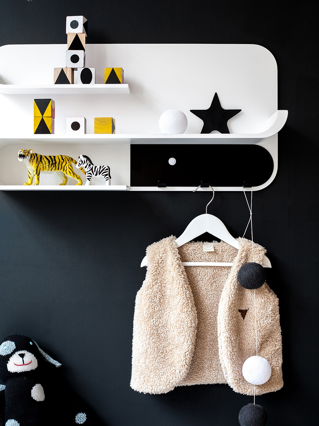 M Shelf - White / Black