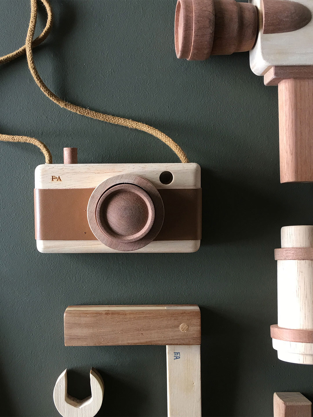Wooden Camera - Warm Bark Brown